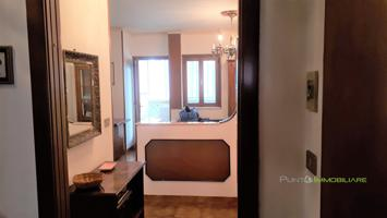 Ampio appartamento di 165mq con 4 camere da letto e 2 posti auto photo 0