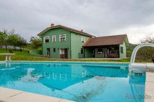Magnífica casa en venta con parcela en Siero, muy próximo a Oviedo photo 0