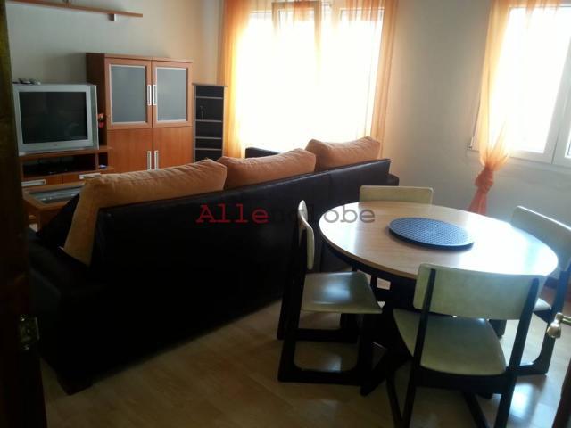 piso en el llano totalmente reformado de dos dormitorios, cocina equipada, salon, puerta blindada, ascensor, calefaccion por acumuladores, ventanas de P.V.C. photo 0