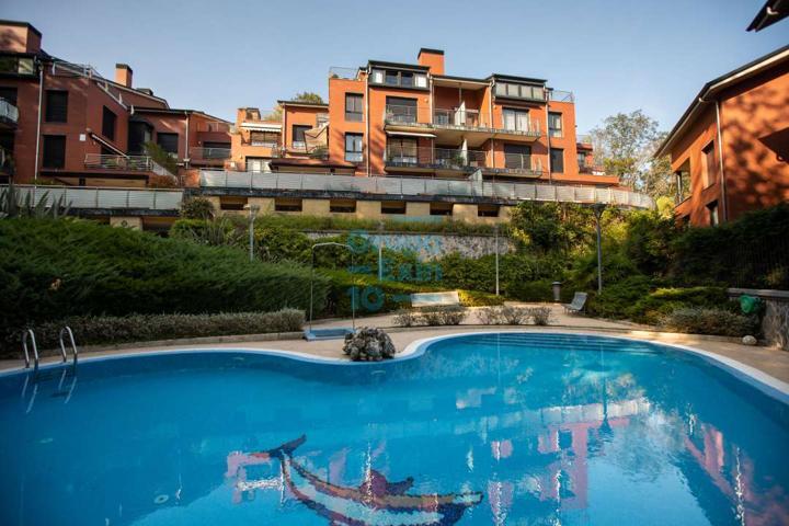 Precioso duplex, en urbanización exclusiva en Ondarreta, con piscina comunitaria. Garaje doble y amplias terrazas. Perfecto estado. photo 0