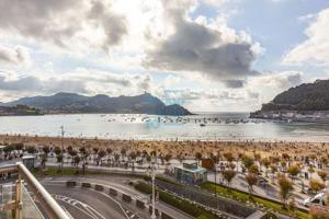 Avenida libertad, vivienda en 4ª planta con impresionantes vistas a la bahía, edificio de Hormigón con trastero incluido photo 0