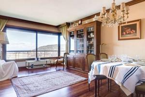 Alquiler de piso 4 habitaciones, terraza, con vistas a la Bahia, garaje y jardín. Larga Duración photo 0
