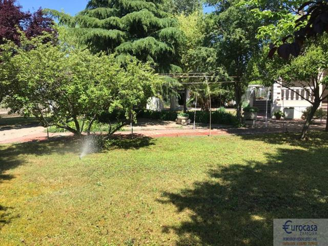 Casa De Campo En venta en Chalets, Villaralbo photo 0