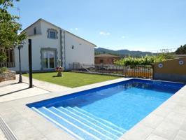 Espectacular casa con cuatro dormitorios para entrar a vivir en Sant Martí de Tous por 260.000 Eur photo 0