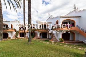 Apartamento-bungalow a la venta en Denia, zona Las Marinas. photo 0