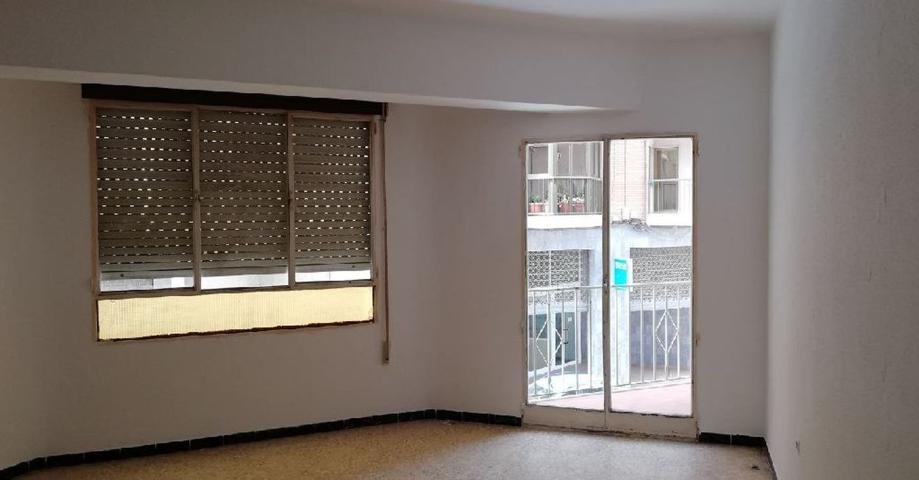 Gran piso de 4 dormitorios con patio y terraza. Posibilidad de financiacion photo 0