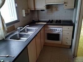Piso de 85 m2, consta de 3 dormitorios, baño, cocina. Galería photo 0