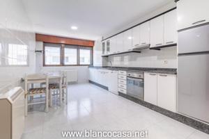 Alquiler de piso de 4 habitaciones en la Calle Barcelona photo 0