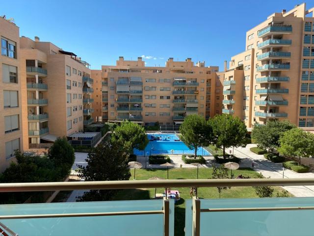 Piso con balcón y piscina para vivir la vida de tus sueños photo 0