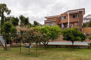 Chalet Casa Unifamiliar Independiente en venta en Gavà La Sentiu photo 0