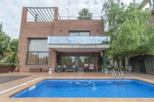 Casa en Castelldefels zona Bellamar de 368 m., 500 m. de parcela, piscina photo 0