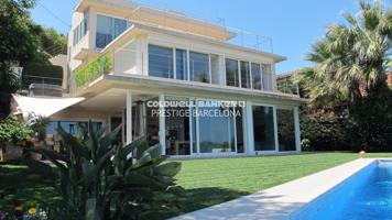 Excelente Casa de Diseño de 400 m2 con Vistas al Mar photo 0