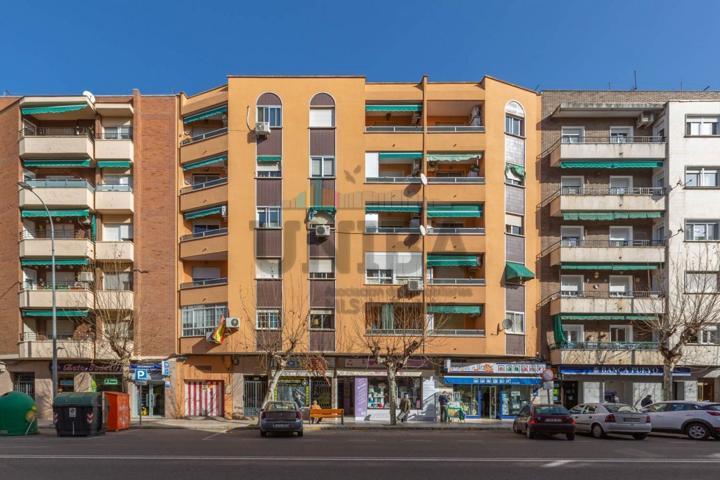 Vivienda para reformar con magnifica ubicación en una de las principales avenidas de Badajoz. photo 0