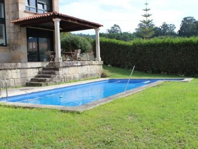Precioso chalet de piedra del país a un paso de Pontevedra con piscina y garaje. Cinco dormitorios. Bonito jarin. photo 0