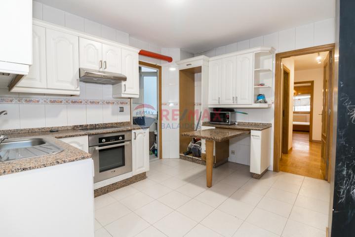 Apartamento de dos dormitorios con garaje en zona portuaria de Vigo. photo 0