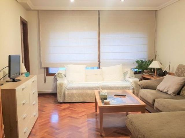 Amplio piso con vistas al mar y plaza de garaje doble. photo 0