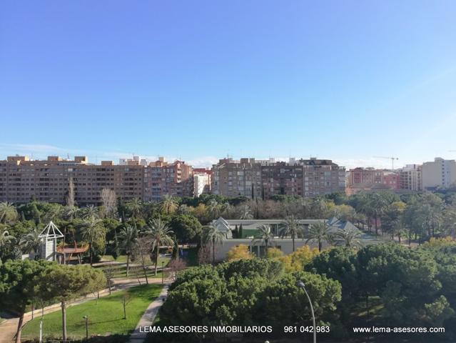 Vistas despejadas al cauce del río Turia. A 10 minutos caminando del centro de Valencia. photo 0