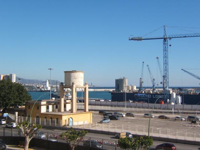 piso amplio exterior zona puerto de Málaga photo 0