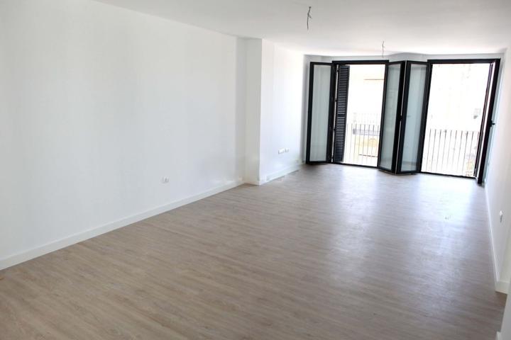 piso a estrenar, exteriores en el centro, balcones y ascensor. photo 0