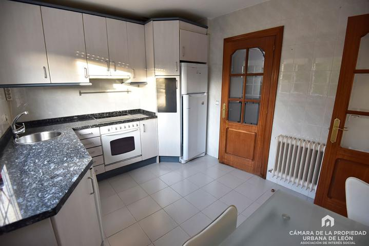 Casa en venta en Sariegos Del Bernesga, con 230 m2 y 3 habitaciones y 3 baños. photo 0