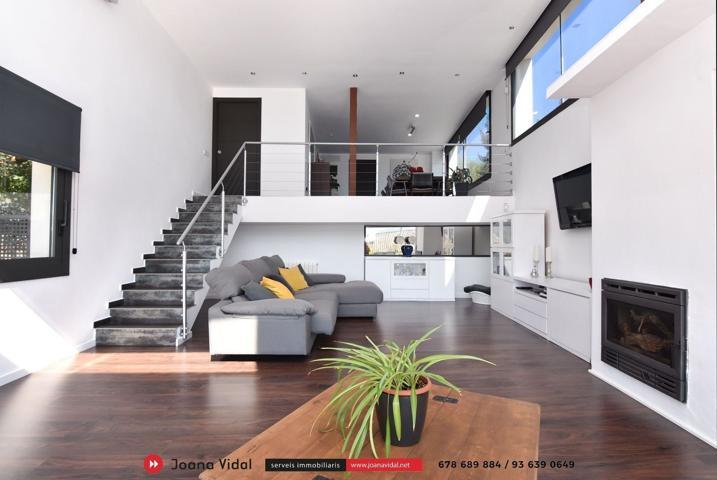 Casa en venta en Begues, con 410 m2, 5 habitaciones y 3 baños, Piscina, Garaje, Trastero, Amueblado y Aire acondicionado. photo 0