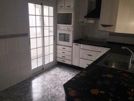 Piso de tres dormitorios. photo 0