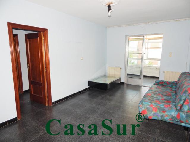 ¡Estupendo piso con ascensor, muy bien situado a unos minutos de la Plaza Circular! photo 0
