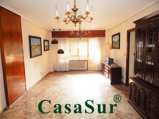 ¡Magnífico piso amplísimo, con ascensor y garaje; muy bien situado en la Avenida de Salamanca! photo 0