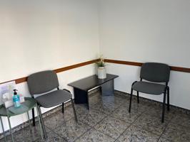 Local comercial situado Centro Pueblo. 61 m2. 1 aseo. Bomba de calor y aire acondicionado. suelo de gres. puerta aluminio. Reja automática. photo 0