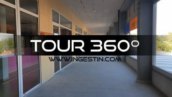 Local comercial de 1.400 m2 en Centro Comercial de Brión photo 0