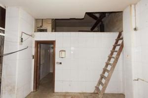 Conjunto de 2 locales comerciales en venta situado en la planta baja de un edificio de viviendas de la calle Magdalena de Ferrol photo 0