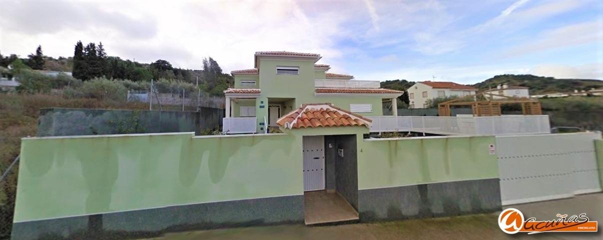 Villa independiente en Casabermeja. El inmueble distribuido en 2 plantas con 3 dormitorios y 3 baños. photo 0