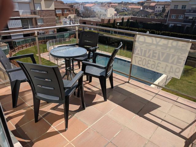 Duplex- ático en venta en Alesanco con terraza en venta, dispone de tres habitaciones , una de ellas abuhardillada con opcion de poner un baño ya que tiene todas las instalaciones preparadas, baño , cocina - comedor , amueblado , con zona comunitaria con  photo 0