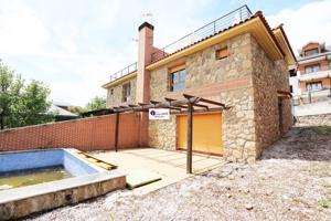 Casa En venta en Calle Río Manzanares, 9, Miraflores De La Sierra photo 0