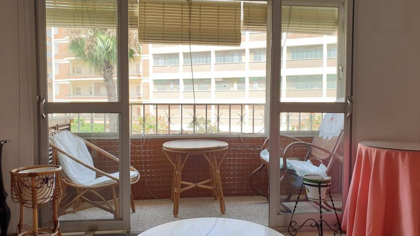 SIXTO - AV. VELAZQUEZ. Piso de 63 m2 construidos distribuidos en 3 dormitorios de origen reformado a 2, cocina independiente con lavadero, baño, salón-comedor y terraza acristalada con estupendas vistas a Carretera de Cadiz photo 0