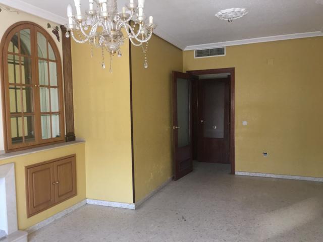 Venta piso en Avda. de Libia, consta de hall de entrada, salón independiente con terraza, tres dormitorios y dos baños, cocina grande, trastero y cochera. PISO DE ENTIDAD BANCARIA. SIN COMISION INMOBILIARIA. photo 0