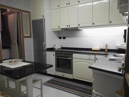 Piso en venta en Burela, Playa, de 80 m2 con 3 dormitorios, baño, aseo y terraza por 80.000 €  Plaza de garaje por 10.000 €. photo 0