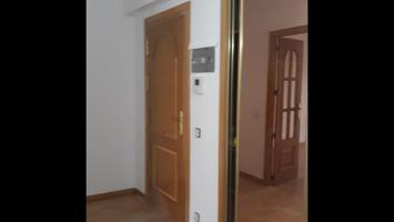 se vende vivienda familiar, en la zona del val, cerca del boizan, con calefacción central, de 4 habitaciones, dos baños reformados, muy soleado, orientación sur. photo 0