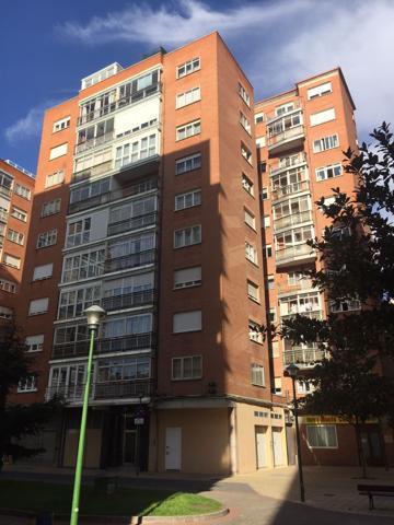 Amplio piso de 4 dormitorios y dos baños en zona El Carmen. photo 0