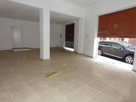 Local comercial de 70 m2 aproximadamente con aseo con ducha y dos persianas 635.-€-mes photo 0
