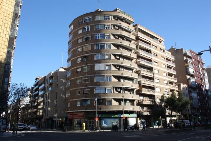 Se vende piso en avenida Tenor Fleta junto con avenida San José, edificio con ascensor, sin barreras arquitectónicas, 71 m² construidos, tres dormitorios, salón, cocina, baño, todo exterior a las dos avenidas, muy luminoso. photo 0