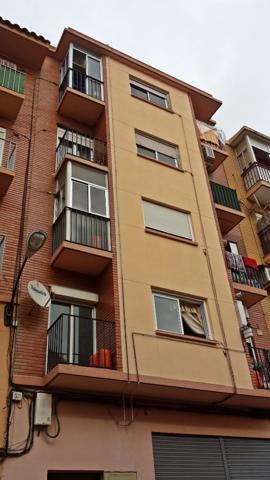 Oportunidad piso en Torrero. Dispone de dos dormitorios, uno de ellos con balcón exterior a la calle, salón, cocina y baño con ventana. Segunda planta sin ascensor, para reformar, suelos gres, ventanas madera. photo 0
