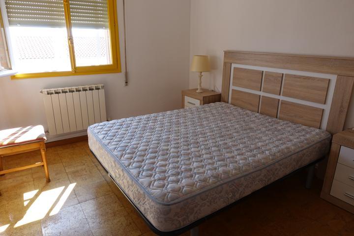 Piso de tres dormitorios y un cuarto de baño. photo 0