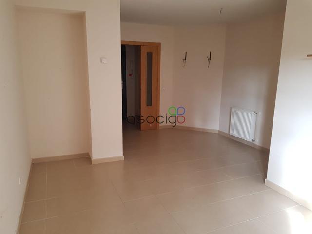 Vivienda en Remate de las Cañas, (Guadalajara), con 103 m2 distribuida en 3 dormitorios, 2 baños completos, salón y cocina independiente con tendedero. Incluye 2 plazas de garaje y trastero..  photo 0