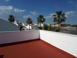 Chucena, a 37 Km de Sevilla por Autopista. Excelente piso casi de nueva construccion de 3 habitaciones se vende. Patio privado. Gran azotea - terraza privada. photo 0
