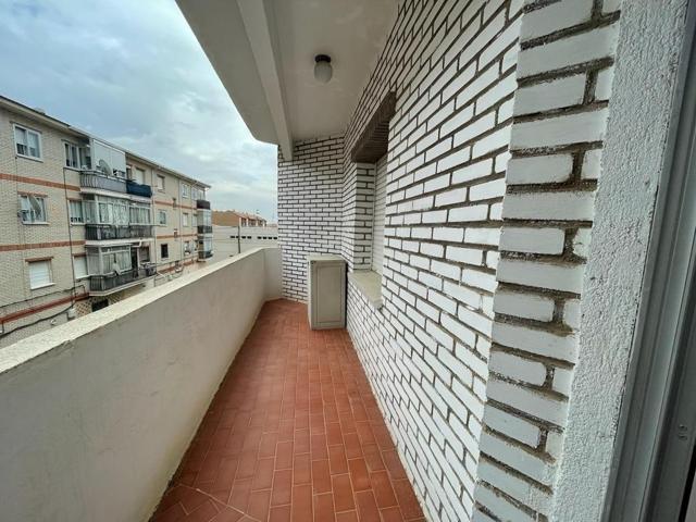 PISO 2ª PLANTA 145 M2. CUATRO HABITACIONES. BAÑO Y ASEO. DOS TERRAZAS. photo 0