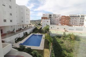 Vélez Málaga (Zona nueva) Fabuloso piso de reciente construcción. La vivienda es muy luminosa y está distribuida en 3 dormitorios uno de ellos habilitado como gran vestidor, salón independiente, cocina de diseño, 2 baños y terraza. photo 0