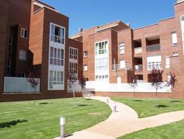 """Piso de 3 dormitorios y 2 baños con plaza de garaje y trastero con amplia terraza en urbanización privada denominada """"Jardines de Florencia"""" photo 0"""