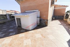 Chalet adosado en esquina en venta Yeles-Las Moreras con parcela de 100m2 photo 0