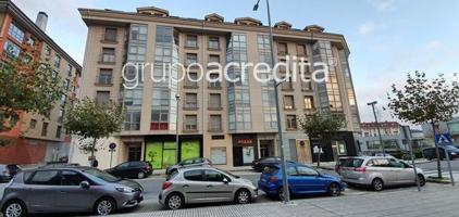 Local Comercial en venta en Travesía do Porto Milladoiro Ames. Tiene 133 m2 y 3 fachadas. Fachada principal a Travesía do Porto justo enfrente al Centro Comercial Novo Milladoiro. photo 0